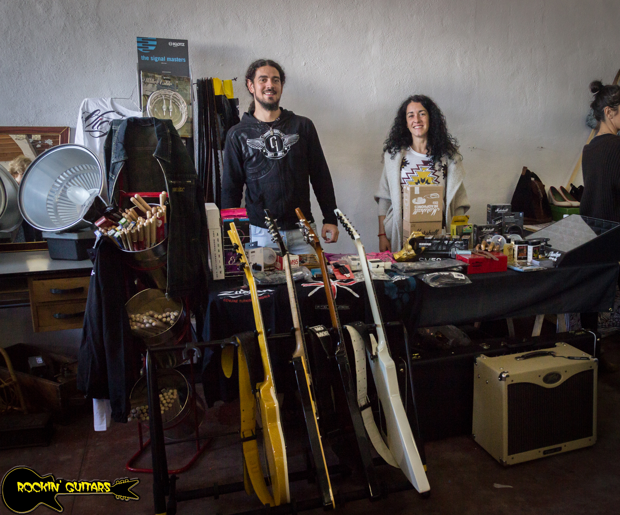 Rockin Guitars en el mercado Open Your Ganbara